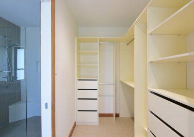 Far Meadow Cottage walk-in wardrobe